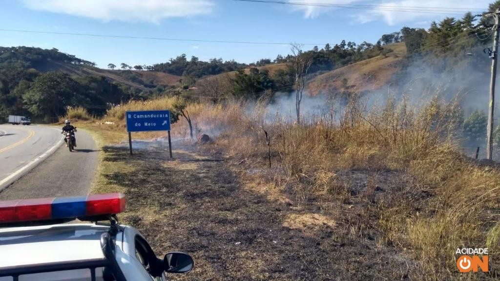Incêndio na Rodovia Capitão Barduino  (Foto: Defesa Civil Socorro)