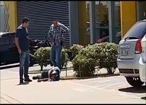 Veja momento em quem policial à paisana atira em suspeito de assalto, na Fonte