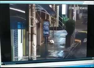 Ladrão foi flagrado pelas câmeras quando tentava furtar uma joalheria na rua Amador Bueno