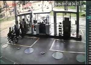 A motorista foi socorrida e passa bem; ela perdeu o controle quando tentava desviar de uma bicicleta