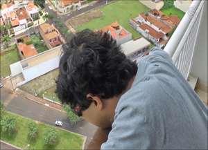 Vídeo contém linguajar impróprio; gravação de rapaz saltando de prédio no Alto da Boa Vista se espalha pelas redes sociais