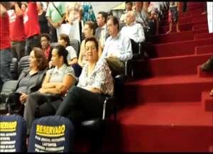 Grupo de 50 pessoas fez ato em frente à unidade de saúde e, agora, ocupa o plenário do Legislativo de Ribeirão Preto