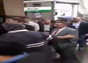 Político foi atacado por uma mulher, no Centro da cidade, enquanto tomava café