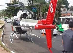 Uma operação da Polícia Militar usando o helicóptero Águia na Avenida José de Sousa Campoa chamou atenção