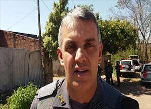 Os bandidos chegaram a trocar tiros com os policiais após assaltarem uma loja de autopeças