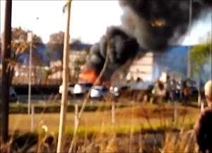 Segundo o Corpo de Bombeiros, o veículo transportava galhos secos