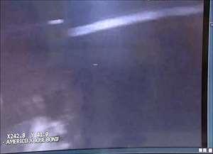 Homem foi preso com porções de cocaína e crack após ser visto em gravação pegando pacote suspeito em buraco