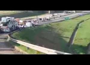 Um caminhão passou por cima de um motociclista. Helicóptero Águia foi chamado