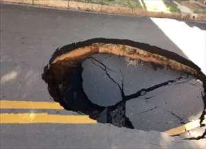 Cratera se formou após vazamento de tubulação