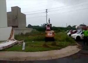 Funcionários de construtora protestavam contra a falta de pagamento de salários
