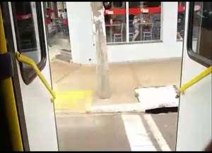 Usuário do transporte público de Ribeirão Preto grava vídeo de veículo em aparente alta velocidade na avenida Dom Pedro