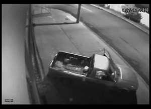 Suspeitos invadiram estabelecimento para furtar veículo náutico na noite de domingo (31); suspeitos foram presos