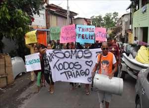 Moradores da Vila Brandina protestam contra prisão de jovem