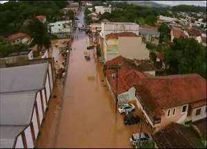 Chuva fez estragos em diversos pontos da cidade e cancelou a festa de Réveillon prevista para praça principal