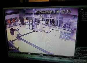 Ação foi filmada pelo circuito de segurança da agência em Campinas