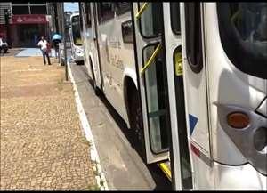 Segundo relatos, veículo quebrou às 12h. Linha Jd. Paulistano foi retomada por outro coletivo após mais de 40 minutos