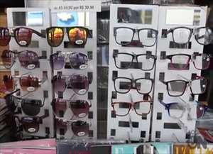 Brinquedos, óculos, doces e até plantas são vendidas junto as revistas e jornais em Araraquara