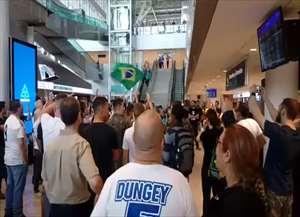 Eles se reuniram pela manhã no aeroporto de Campinas