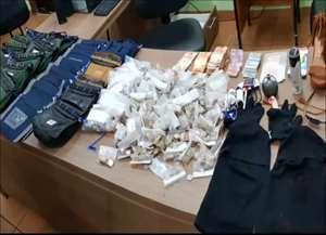 Homens invadiram local durante madrugada e pegaram dinheiro em cofre