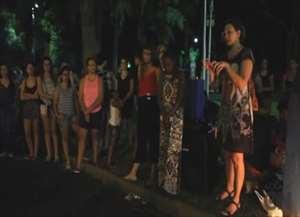Dezenas de manifestantes participam de vigília no Parque Infantil após assassinato de vereadora carioca