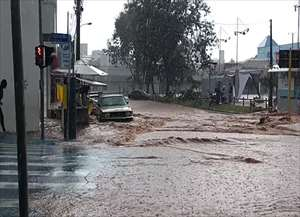Chuva forte causou estragos por toda a cidade (imagens Évelin Nogueira)