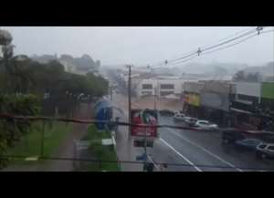 Moradores e comerciantes registram em vídeo os pontos de alagamento em São Carlos