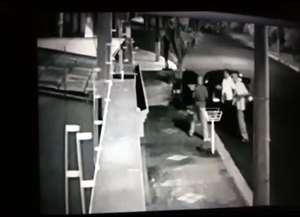 Bandidos estavam encapuzados e levaram o carro