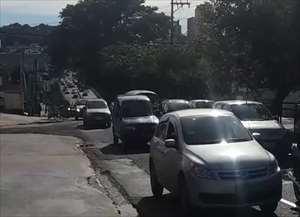 Congestionamento ainda provocou um engavetamento com três veículos na nesta manhã de quarta-feira