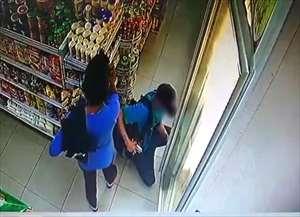Duas mulheres davam cobertura para adolescente furtar comida em loja de conveniência