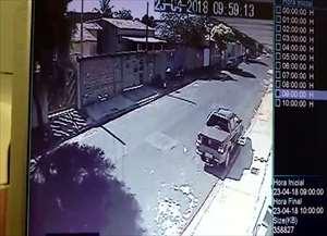 Ação foi registrada por câmera de segurança e mostra a violência dos bandidos