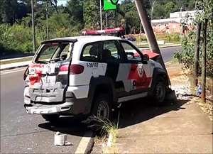 Veículo colidiu contra poste após batida traseira na Avenida Integração, no Cidade Aracy. Empresa de ônibus afirmou que vai inve