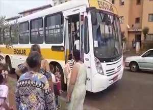 Pais reclamam que tiveram os filhos impedidos de entrarem em um transporte municipal escolar