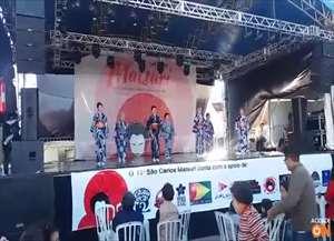 A dança tradicional feminina do japão foi apresentada ao público