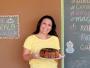 Cecília ensina receita de bolo de maçã com calda de açúcar mascavo