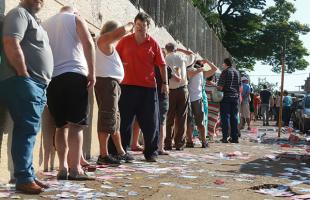 Silva Junior/A Cidade - Eleitores de Ribeirão encaram fila para votação