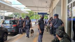 11º Baep busca drogas e armas em terminais de ônibus