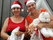 Grupo Mãos Doadoras distribuem 1500 brinquedos no Selmi Dei