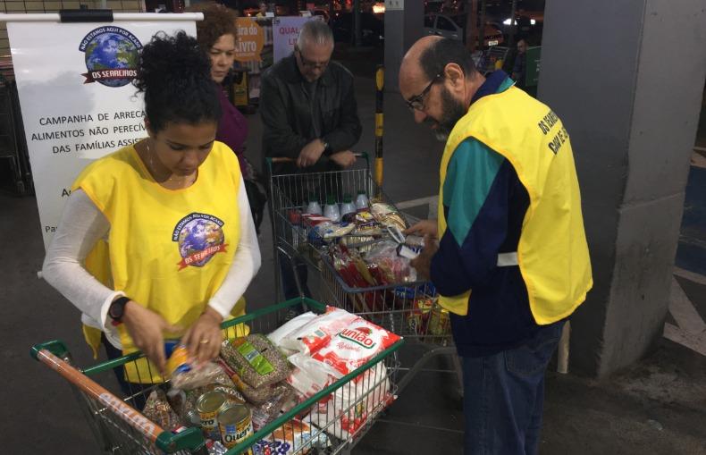 f9b956fd8e Grupo recebe doação de alimentos para famílias carentes - cotidiano ...
