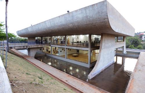 Divulgação/Prefeitura - A Casa de Vidro fica dentro do Lago do Café