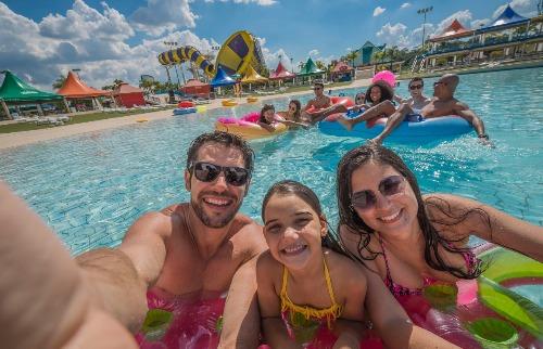 Crédito: Divulgação - A diversão na piscina é ainda melhor quando é segura. Crédito: Divulgação