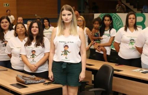 A homenagem partiu do vereador Nelson Hossri à líder do grupo Natália Moreira. (Foto: Divulgação) - Foto: (Foto: Divulgação)