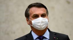 Bolsonaro veta parte do perdão a dívidas tributárias de igrejas