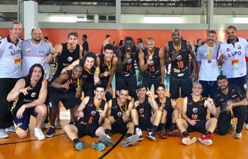 ACidade ON - Araraquara - ABA Fundesport comemora vitória no Ginásio Patinódromo, em Sertãozinho