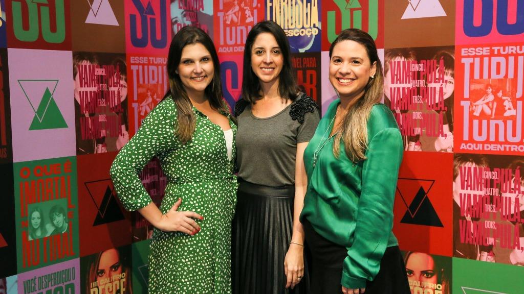 Rafaela Sulian, Janaina Nunes e Renata Albuquerque na abertura da exposição Sandy & Junior Experience - Foto: Guilherme Gongra