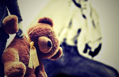 Violência contra criança - Foto: Pixabay / Alexas