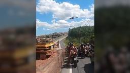 Funcionário do BRT morre após acidente com caçamba