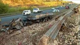 Motorista de caminhão morre em acidente na Anhanguera