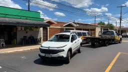 Carro capota depois de batida na zona Oeste de Ribeirão Preto