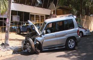 Reprodução / EPTV - Veículo ficou com a dianteira destruída
