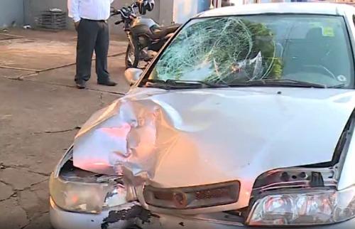 Reprodução EPTV - Motociclista bateu de frente com carro na avenida Brasil